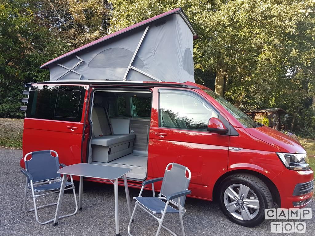 Volkswagen camper from 2017: photo 1/8