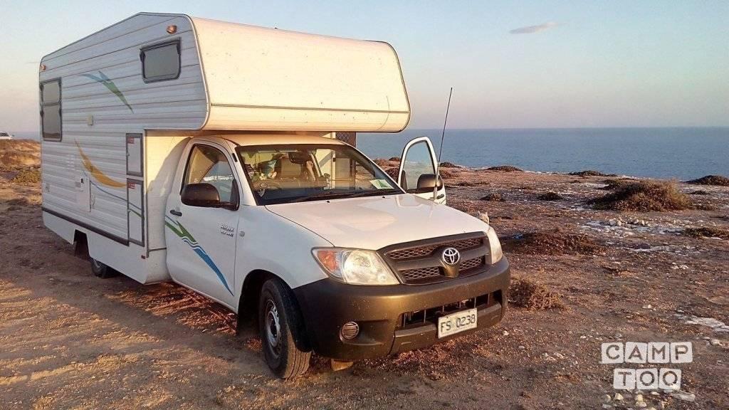 Toyota camper uit 2006: foto 1/13