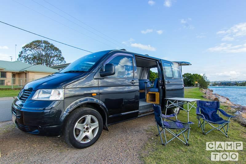 Volkswagen camper from 2005: photo 1/9