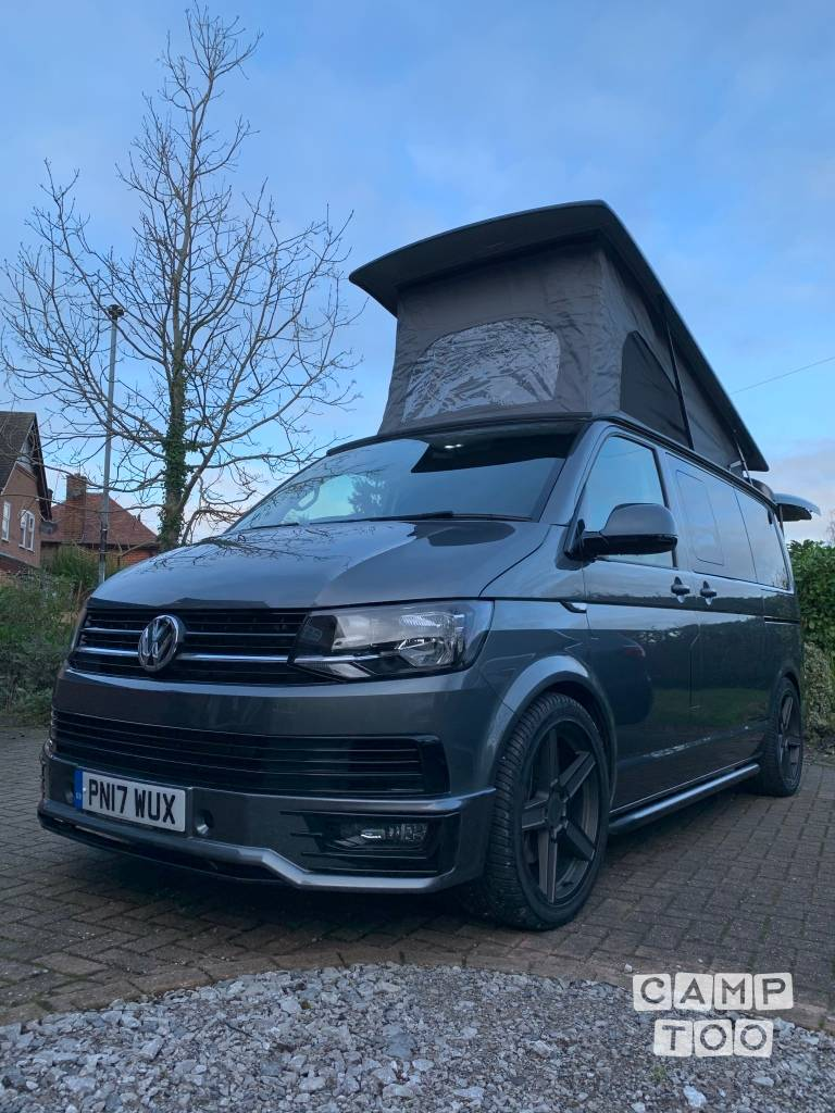 Volkswagen camper from 2017: photo 1/15