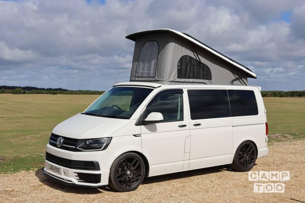 Volkswagen camper from 2015: photo 1/12