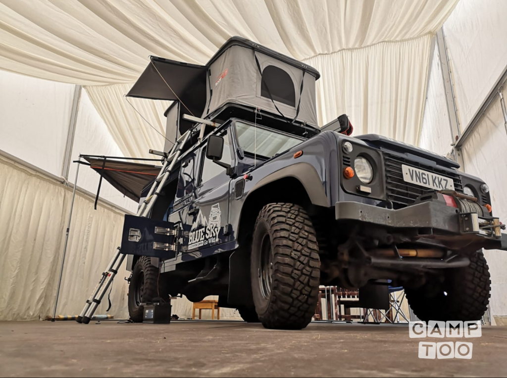 Land Rover camper from 2011: photo 1/5