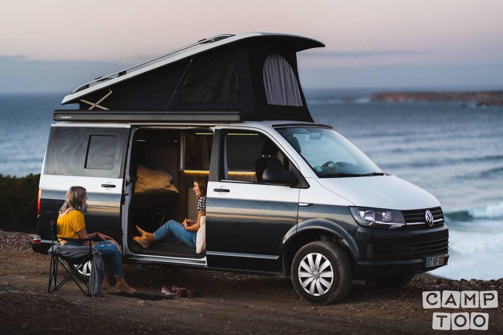 Volkswagen camper from 2019: photo 1/11