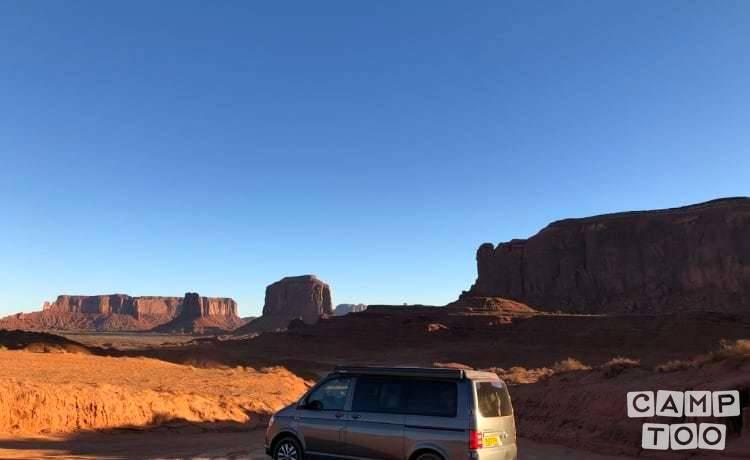 Volkswagen camper from 2017: photo 1/14
