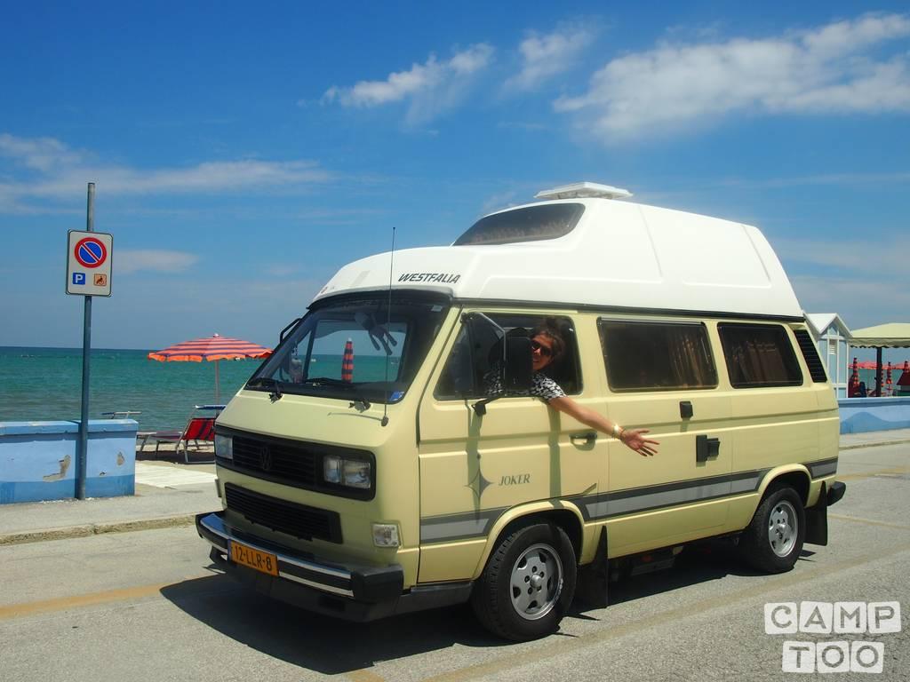 Volkswagen camper from 1983: photo 1/22