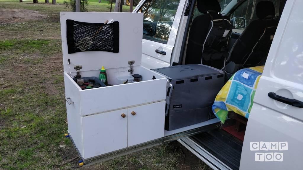 Volkswagen camper from 2013: photo 1/6