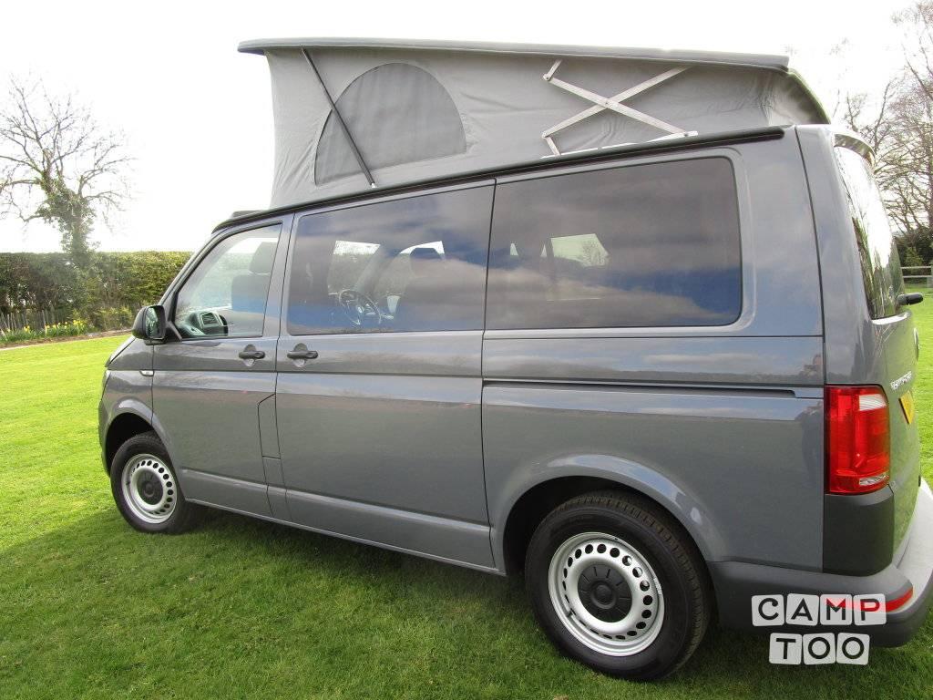 Volkswagen camper from 2018: photo 1/5