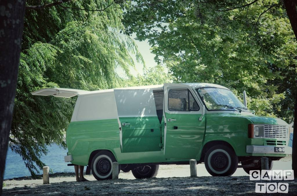 Ford camper from 1982: photo 1/14