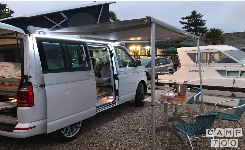 Volkswagen camper from 2018: photo 1/6