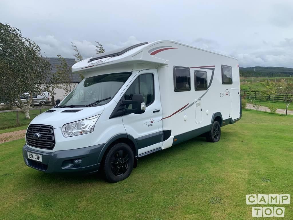 Ford camper uit 2016: foto 1/33