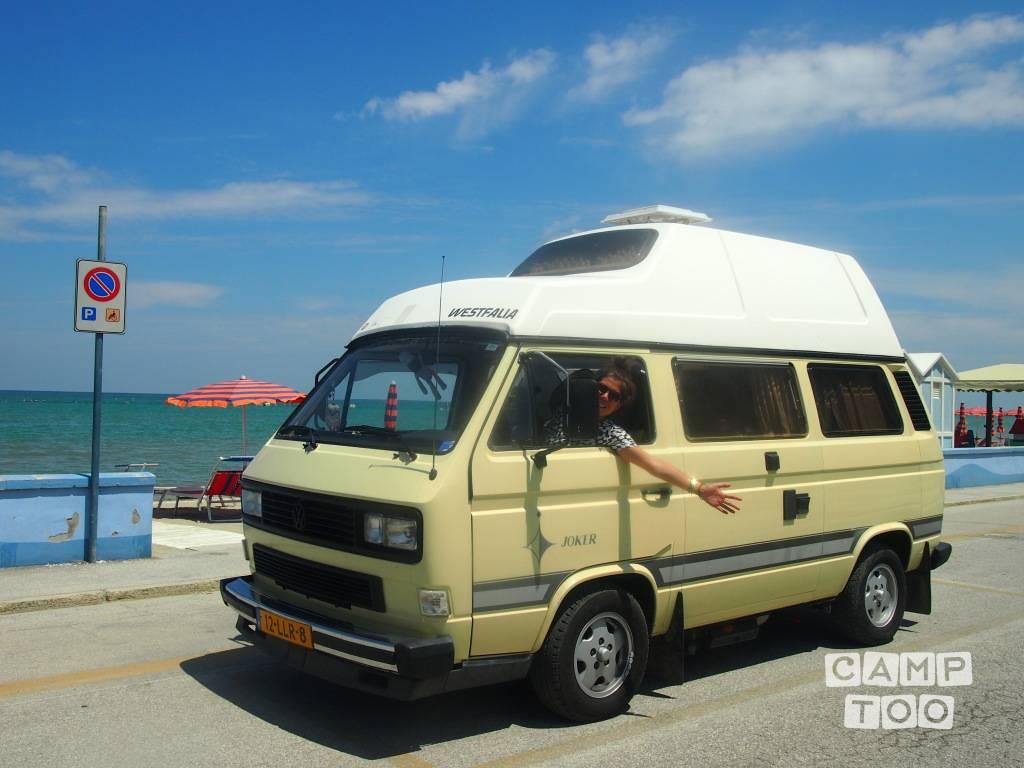 Volkswagen camper uit 1983: foto 1/22