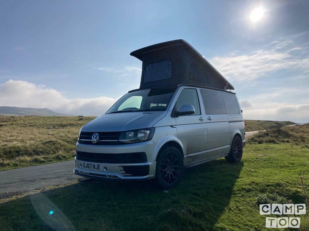 Volkswagen camper from 2017: photo 1/25