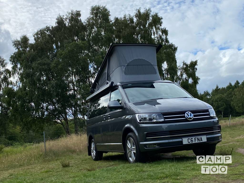 Volkswagen camper from 2016: photo 1/14
