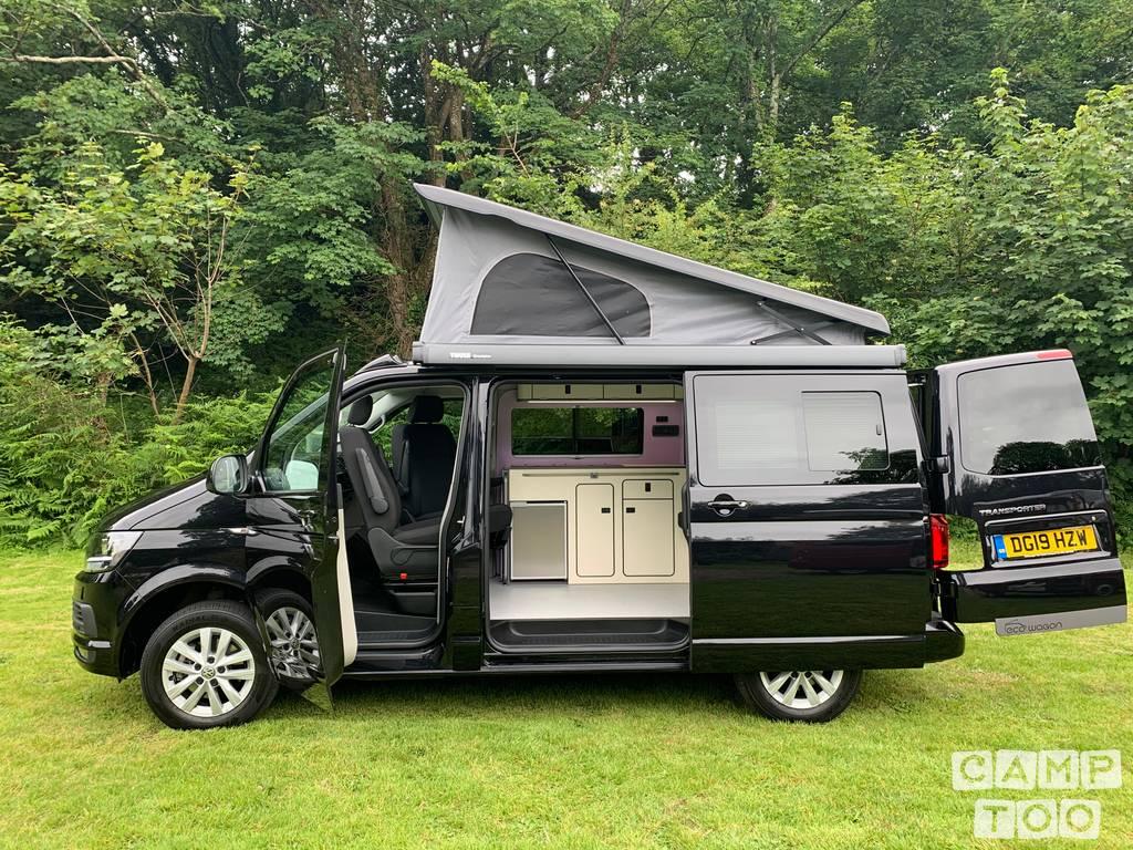 Volkswagen camper from 2019: photo 1/10