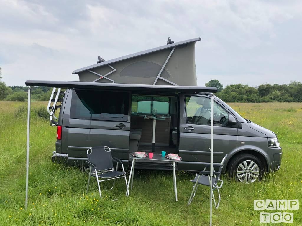 Volkswagen camper from 2015: photo 1/14