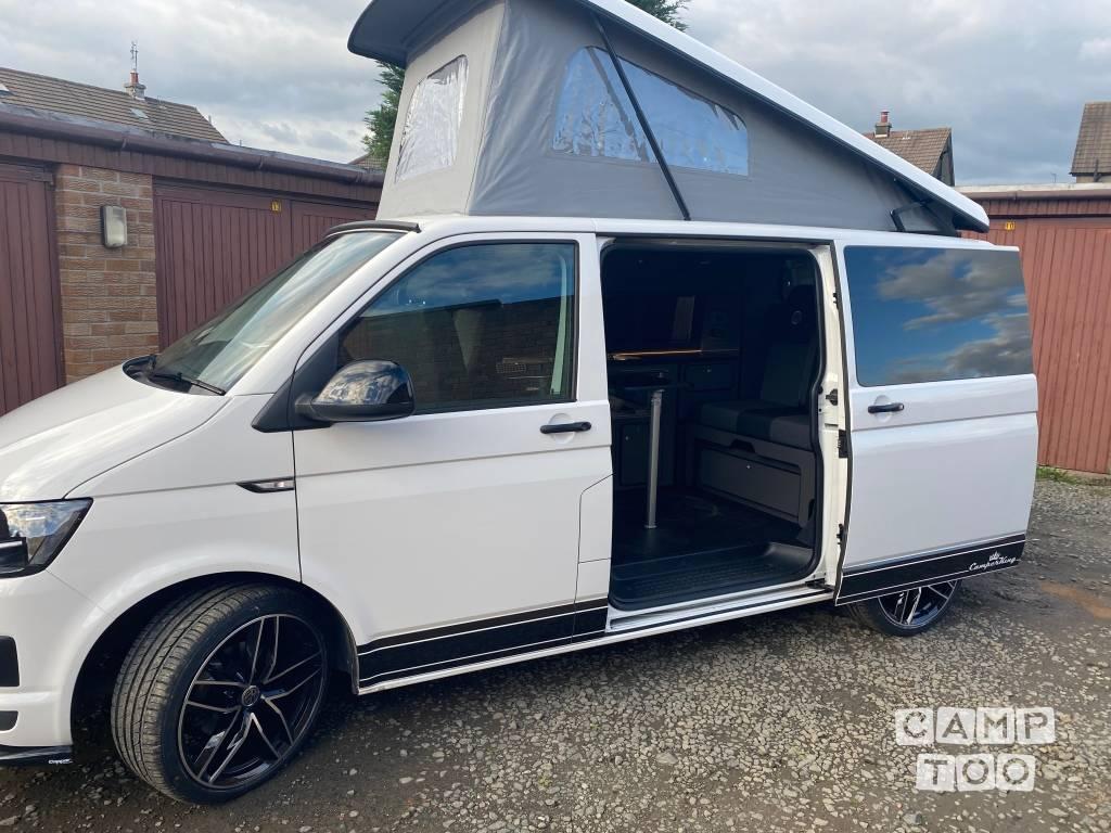Volkswagen camper from 2019: photo 1/23