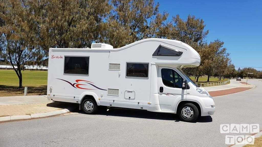 Winnebago  camper uit 2012: foto 1/10