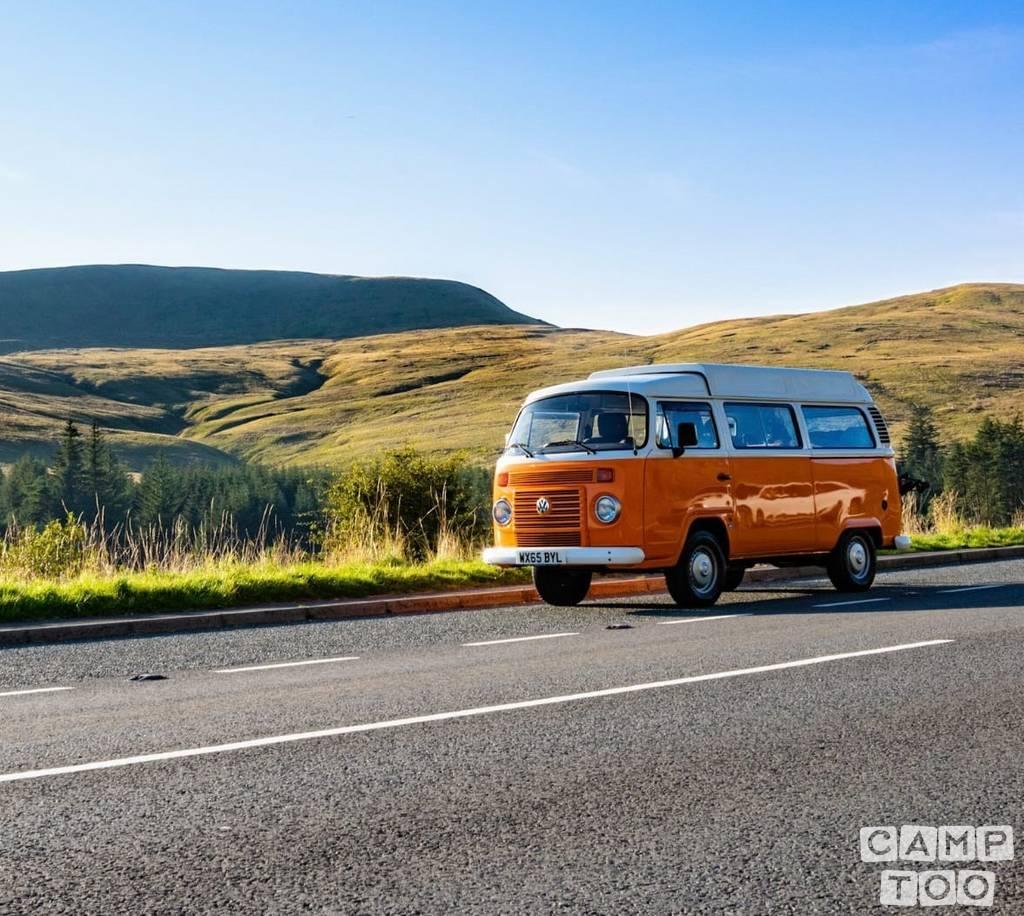 Volkswagen camper from 2015: photo 1/5