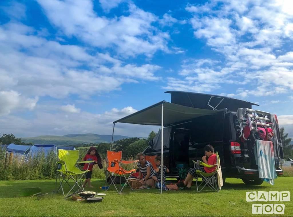 Volkswagen camper from 2018: photo 1/13