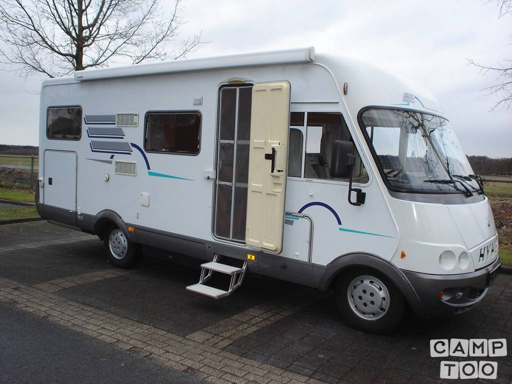 Hymer camper from 2003: photo 1/13
