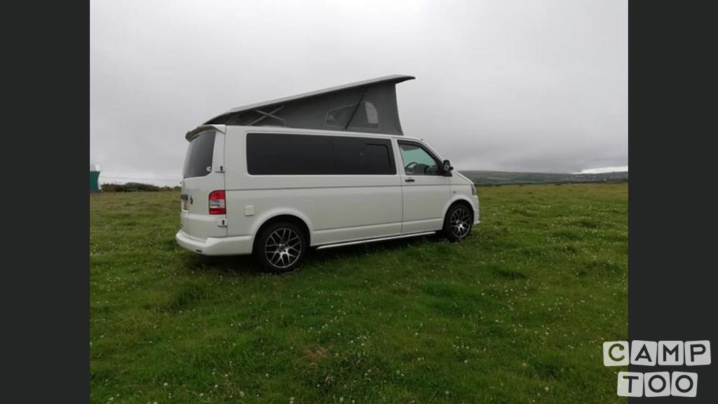 Volkswagen camper from 2011: photo 1/10