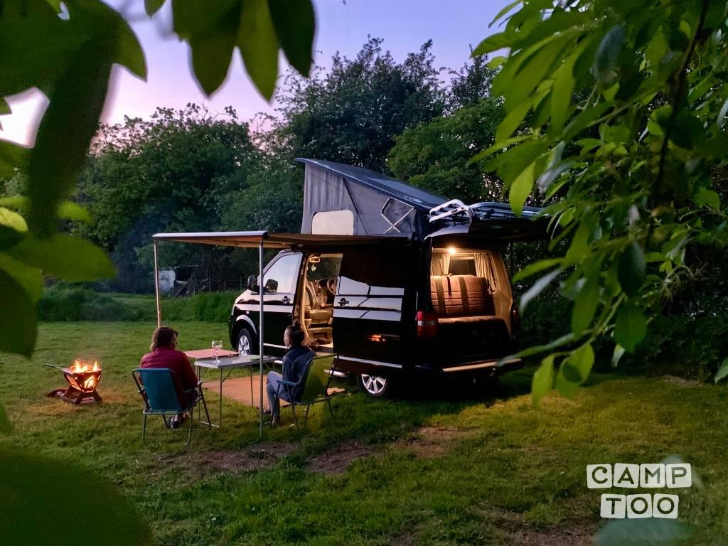 Volkswagen camper from 2010: photo 1/10