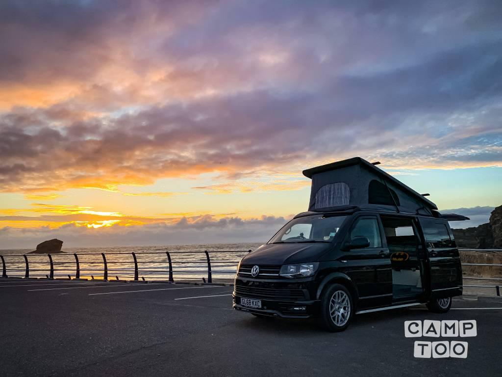 Volkswagen camper from 2019: photo 1/17