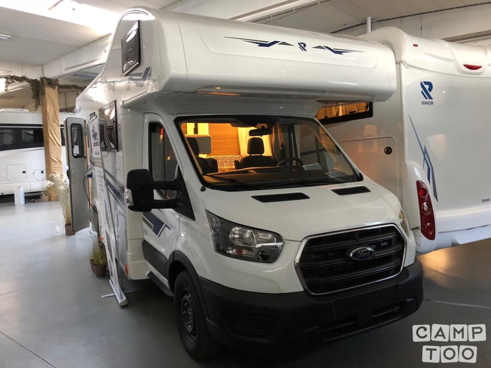 Ford camper from 2021: photo 1/14
