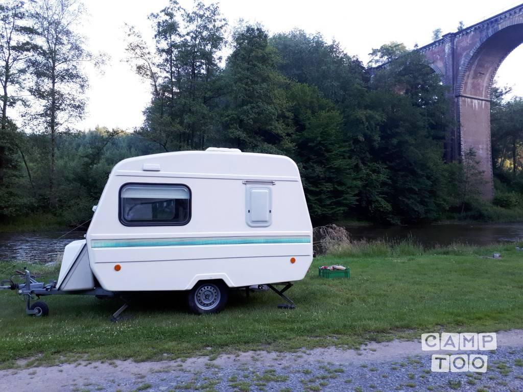 Predom caravan uit 1993: foto 1/7