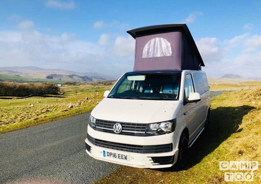 Volkswagen camper from 2016: photo 1/11