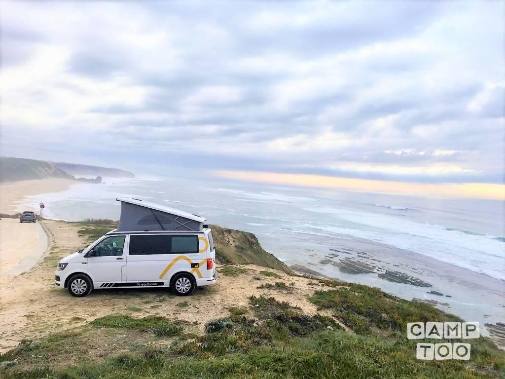 Volkswagen camper from 2018: photo 1/18