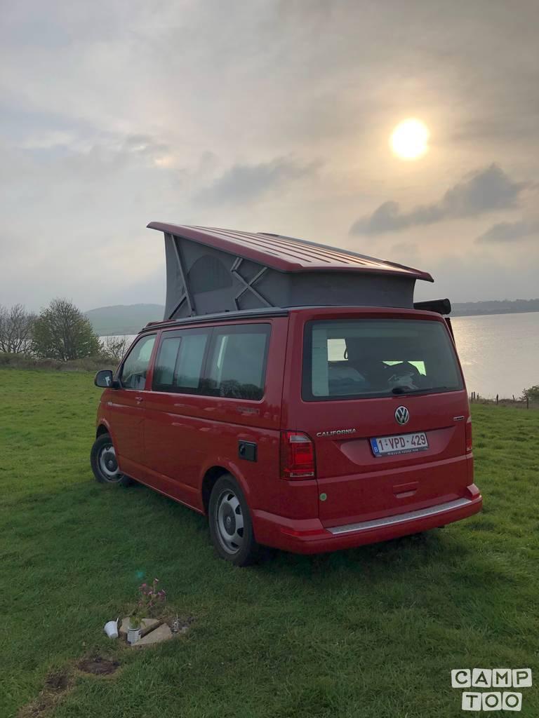 Volkswagen camper from 2018: photo 1/38