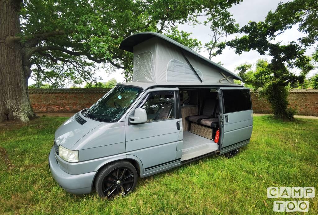 Volkswagen camper from 2000: photo 1/11