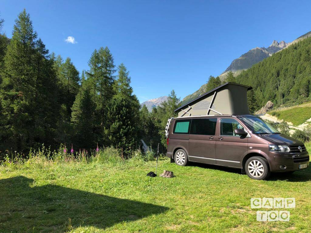 Volkswagen camper from 2015: photo 1/17