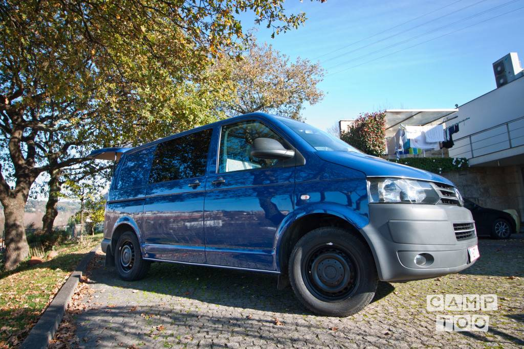 Volkswagen camper from 2010: photo 1/16