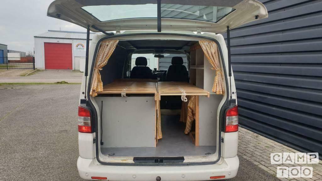 Volkswagen camper from 2010: photo 1/8