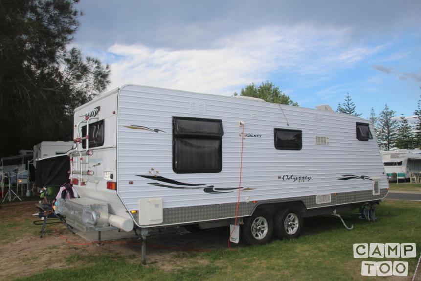Galaxy caravan uit 2009: foto 1/11