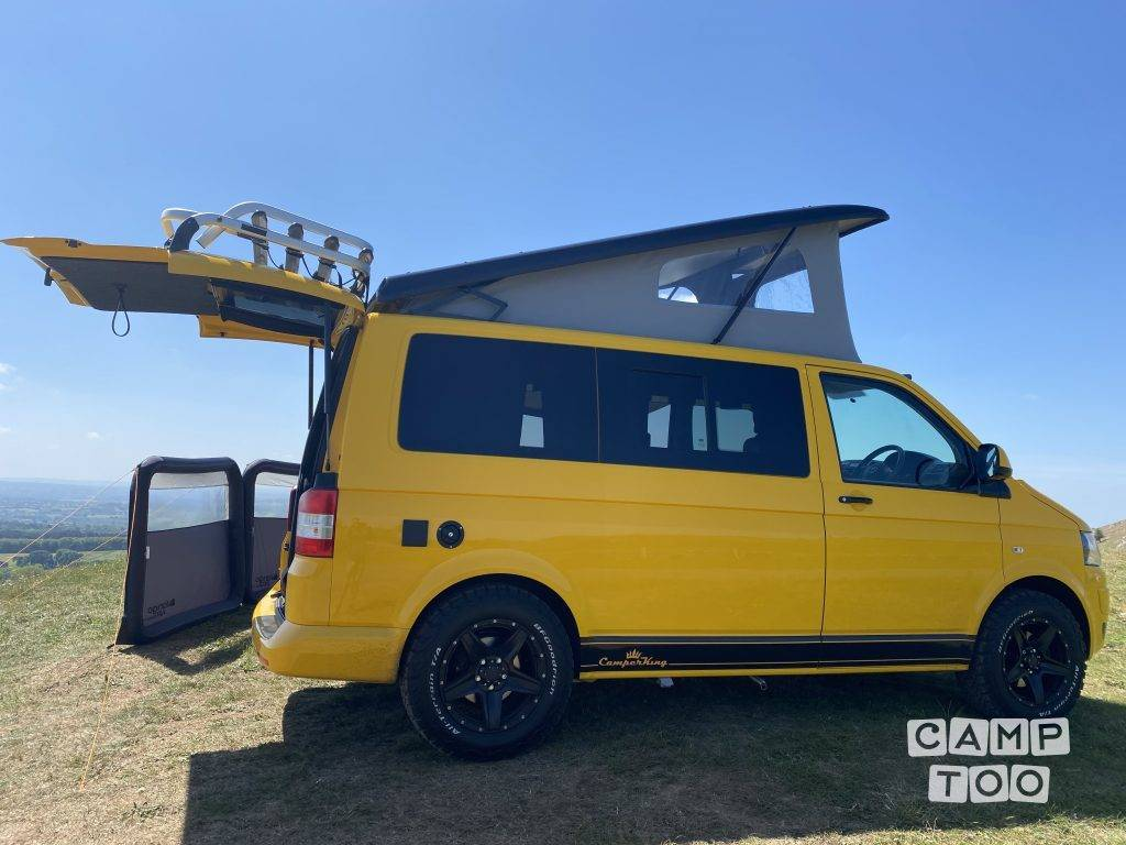 Volkswagen camper from 2015: photo 1/10