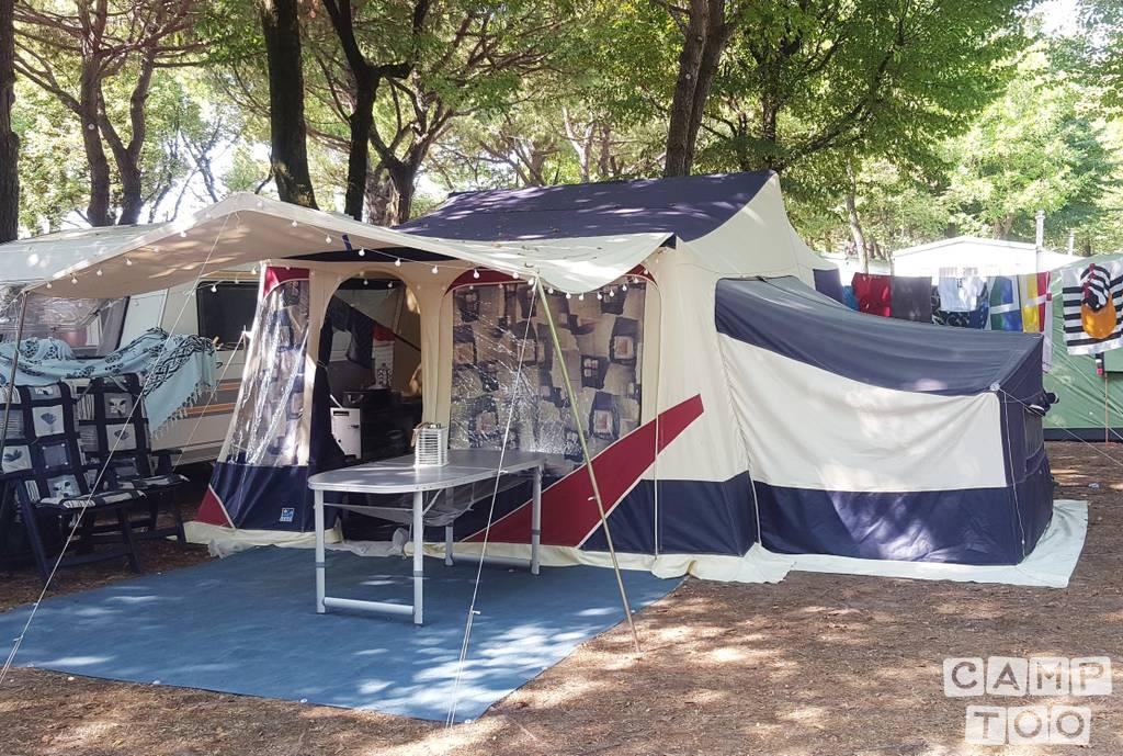 Jamet caravan from 2004: photo 1/16