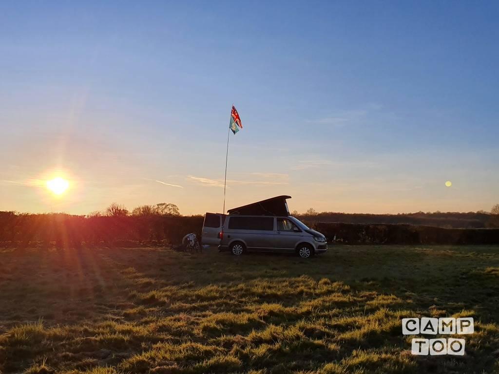 Volkswagen camper from 2017: photo 1/11