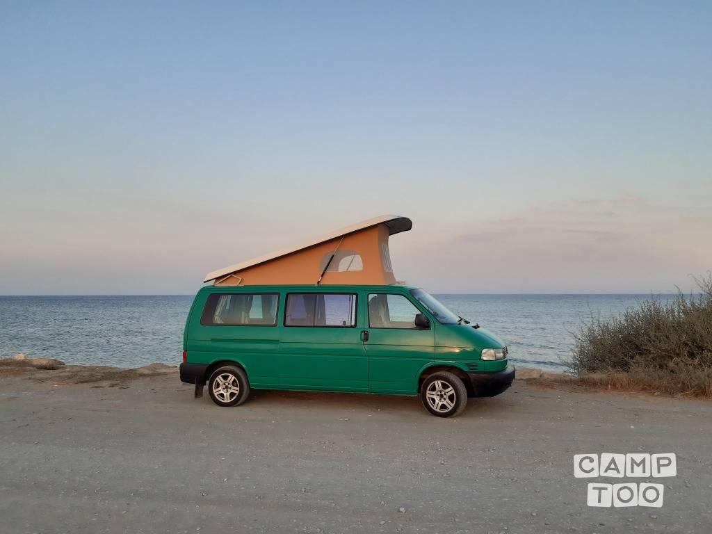 Volkswagen camper from 2002: photo 1/9