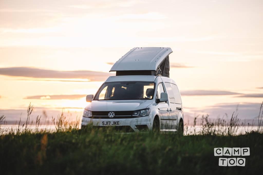Volkswagen camper from 2017: photo 1/9