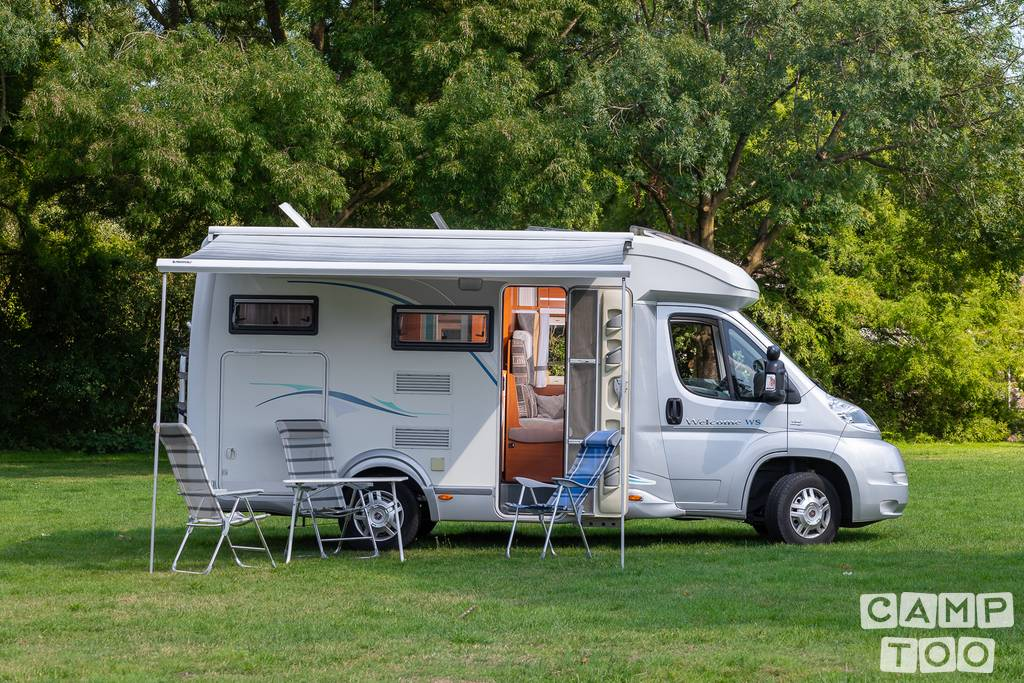 Chausson camper from 2009: photo 1/16