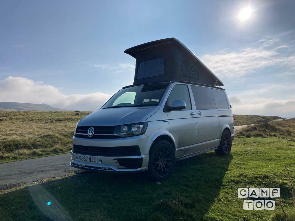 Volkswagen camper from 2017: photo 1/16