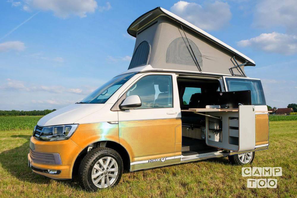 Volkswagen camper from 2021: photo 1/12