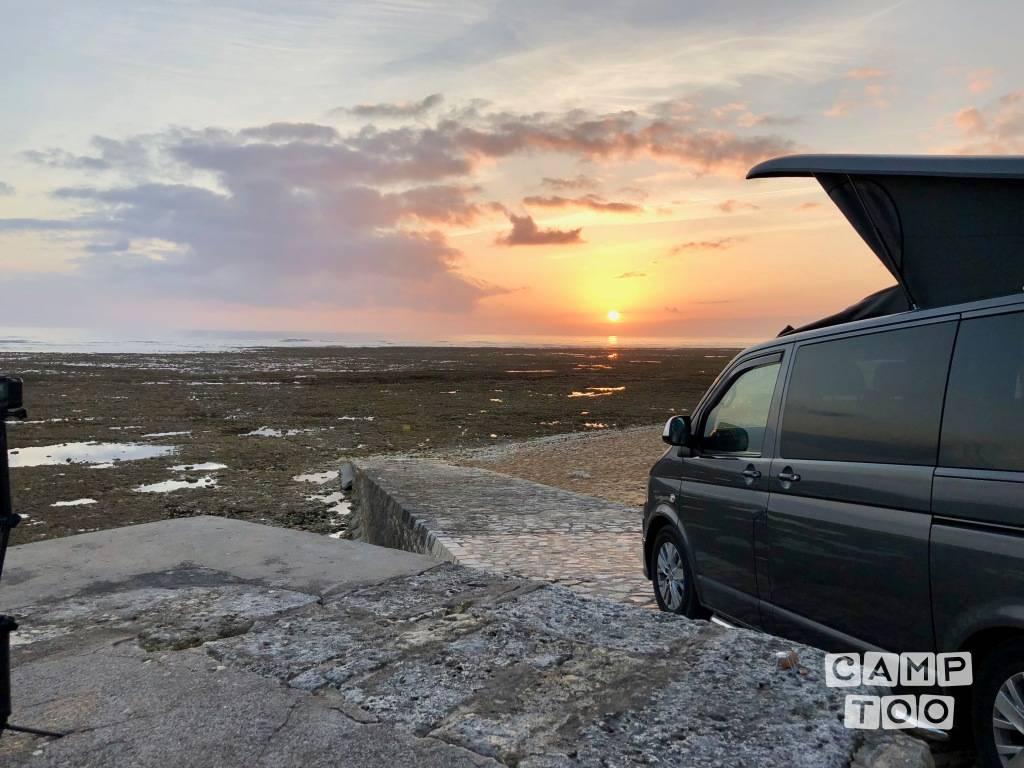 Volkswagen camper from 2018: photo 1/19