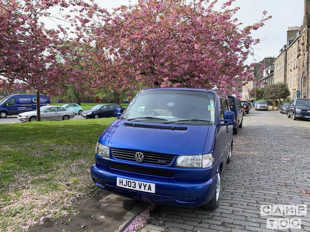 Volkswagen camper from 2003: photo 1/7