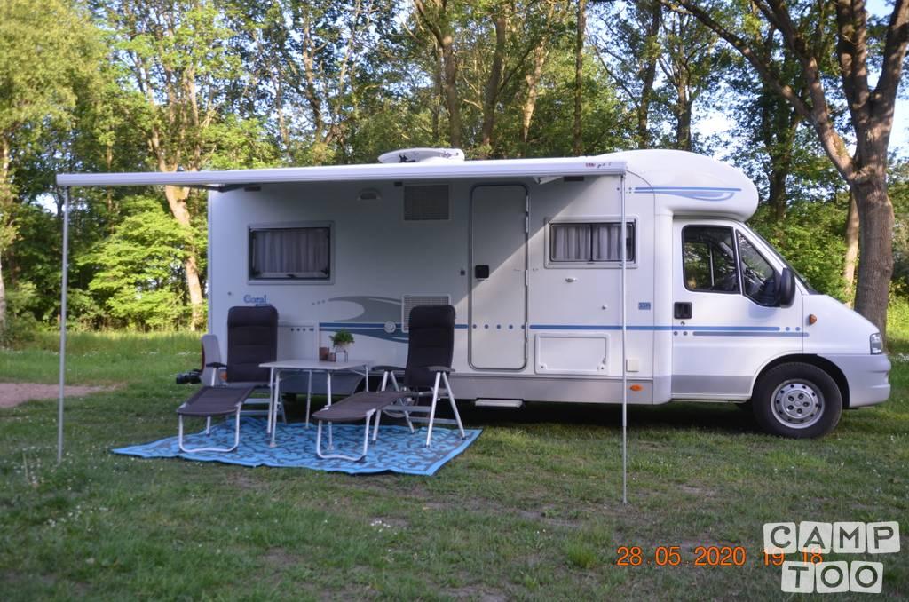Adria camper uit 2006: foto 1/23