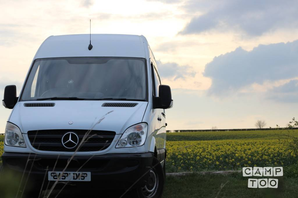 Mercedes-Benz camper from 2007: photo 1/12