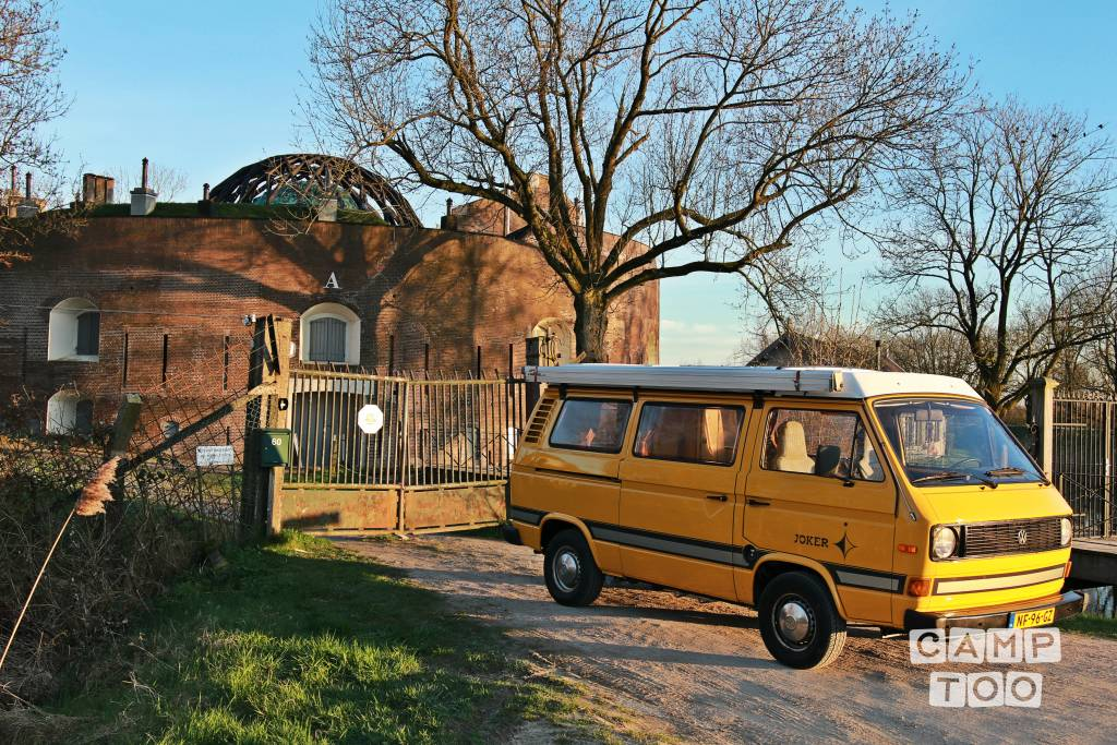 Volkswagen camper from 1980: photo 1/3